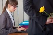 Empregado transferido de turno por namorar colega não consegue aumento de indenização